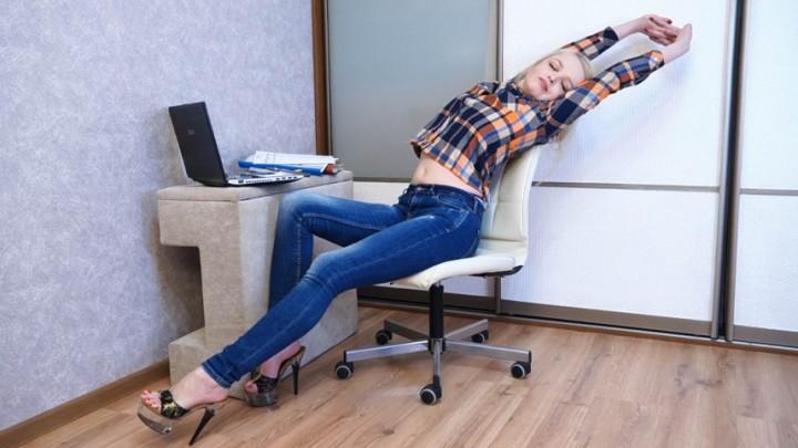 [Full HD] Julztaylor Teasing Game In Office JulzTaylor - ManyVids-00:34:00 | Role Play,Voyeur,Jeans Fetish,Flashing,Dangling - 1,1 GB