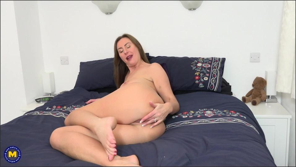 [Full HD] Lara Latex Lara Latex (EU) (44) - SiteRip-00:28:54   Masturbation, Solo, High Heels, Natural Tits, Big Tits, MILF, Toys - 1,4 GB