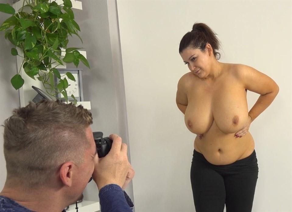 [] Laura Titaphea - Czech Busty Milf spread her legs for great job Laura Titaphea - SiteRip-00:21:14 | Chubby, BBW, Hardcore, Big ass, Curvy, Blowjob, Voluptuous, Brunette, Natural tits, Big Tits -...