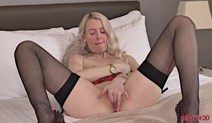 [Full HD] Lexi Lou - Mature Pleasure 19.05.20 Lexi LouModels Age: 34 - SiteRip-00:10:25 | Solo, Mature, Posing, Small Tits, Masturbate - 486,5 MB