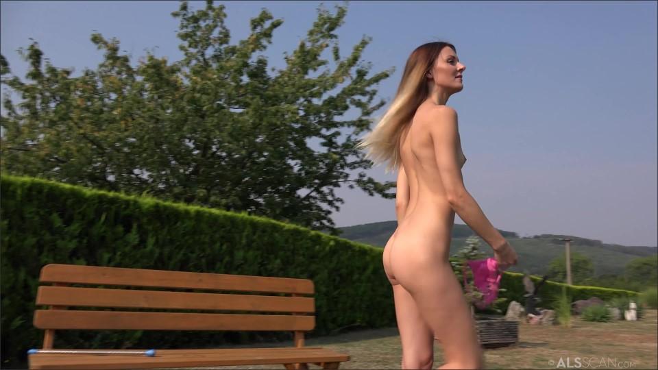 [4K Ultra HD] Lola Kate Sin Lola &Amp; Kate Sin - SiteRip-00:21:31 | Photoshoot, Posing, Lesbo, Shaved - 3,1 GB
