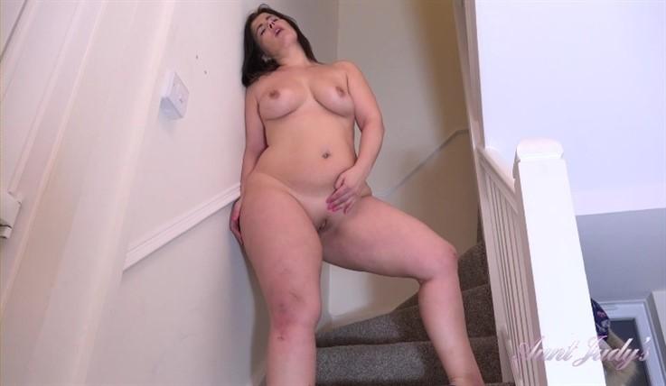 [Full HD] Montse Upskirt Teasing &Amp; Masturbation 18.04.20 Montse - SiteRip-00:19:37 | Shaved Pussy, High Heels, Masturbation, Over 40, MILF, Exhibitionism, Brunettes, Big Tits, Upskirt And Panties, Curvy - 1017,2 MB