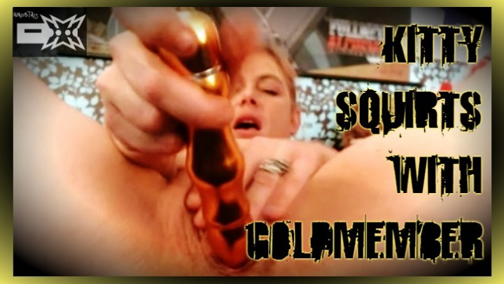 [Full HD] ninjastarz squirting kitty squirts with goldmember NinjaStarz - ManyVids-00:08:35 | Masturbation,POV,Solo Female,Squirt,Vibrator - 829,4 MB