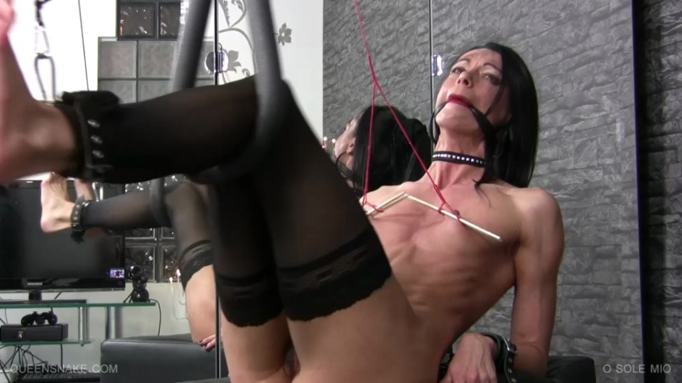 [HD] O Sole Mio Queensnake - Queensnake Studio-00:31:17 | Bastinado, BDSM, Whipping, Bondage, Foot, Falaka, Maledom - 588 MB