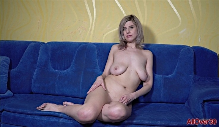 [Full HD] Sienna K - Interview 28.02.20 Sienna KModels Age: 52 - SiteRip-00:10:16 | Solo, Big Natural Tits, Interview, Posing, Mature - 828,4 MB