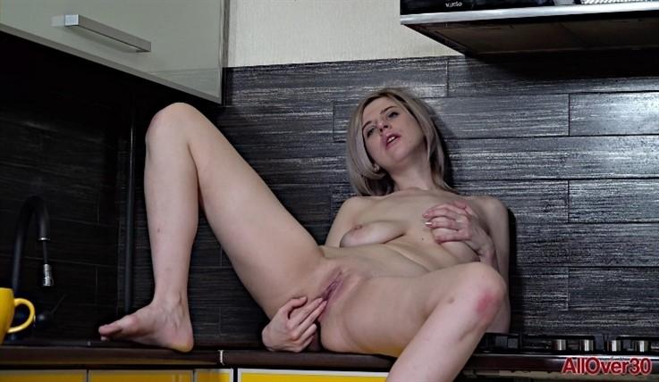 [Full HD] Sienna K - Mature Pleasure 10.04.20 Sienna K - SiteRip-00:10:41 | Big Tits, Masturbate, Mature, Posing, Solo - 970,8 MB
