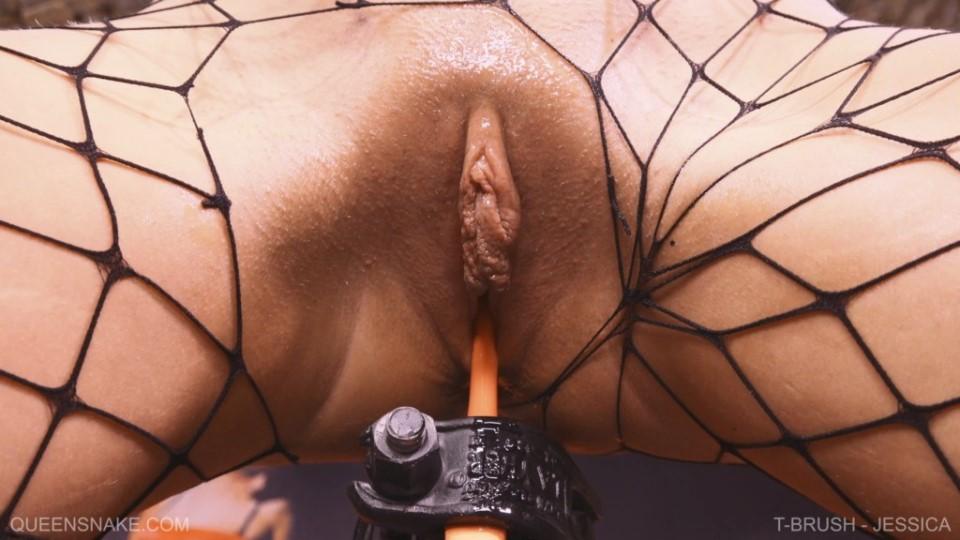 [Full HD] T-Brush - Jessica Jessica - QueenSnake.com-00:25:22   Cunt Stuffing, Insertion, Orgasm, BDSM, Solo, Toilet Brush, Self Torment - 1,1 GB