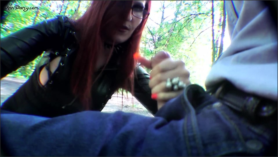 [Full HD] AnnDarcy Outdoors Blowjob AnnDarcy - Manyvids-00:12:53 | Size - 499,7 MB