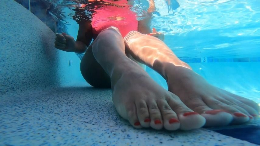 [Full HD] Ariaa Foxx Underwater Foot Worship Ariaa Foxx - ManyVids-00:02:30 | Underwater Fetish,Foot Fetish,Ebony Foot Fetish,Body Worship,Foot Play - 224,3 MB