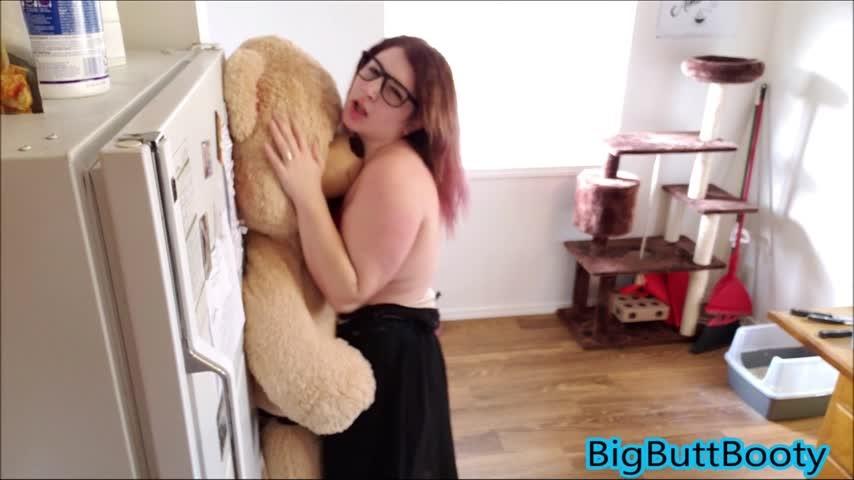 [Full HD] Bigbuttbooty Nerdy Girl Fucks Teddy Bear Part 2 BigButtBooty - ManyVids-00:18:50   Squirt, Strap-On, Dildo Fucking, Role Play, Nerdy Girls - 1,5 GB