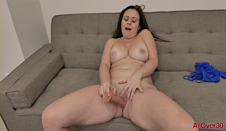 [Full HD] Brandii Banks - Ladies With Toys 14.03.20 Brandii BanksModels Age: 42 - SiteRip-00:10:52 | Big Tits, Posing, Solo, Big Butt, Masturbate, Mature, Toys - 622,7 MB