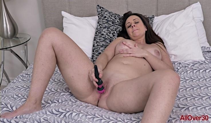 [Full HD] Brandii Banks - Ladies With Toys 29.02.20 Brandii BanksModels Age: 42 - SiteRip-00:10:27 | Solo, Masturbate, Toys, Posing, Mature - 692,2 MB
