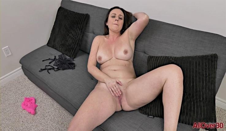 [Full HD] Brandii Banks - Mature Pleasure 11.02.20 Brandii BanksModels Age: 42 - SiteRip-00:10:35 | Big Butt, Mature, Posing, Masturbate, Solo - 778,3 MB