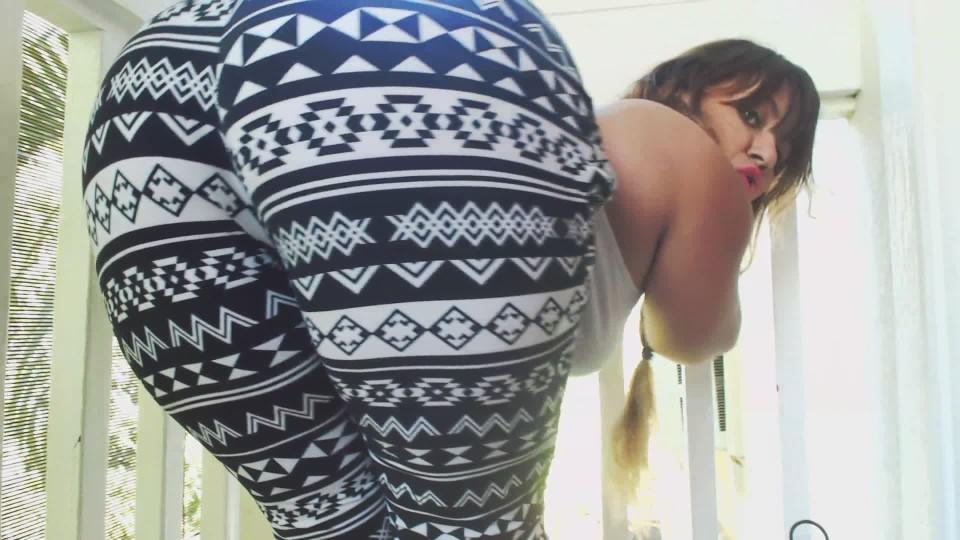 [Full HD] Carmita Bonita Big Ass Shaking In Printed Leggings Carmita Bonita - ManyVids-00:06:06 | Ass Shaking, Booty Shaking, Ass Worship, Big Ass, Big Butts - 179,2 MB