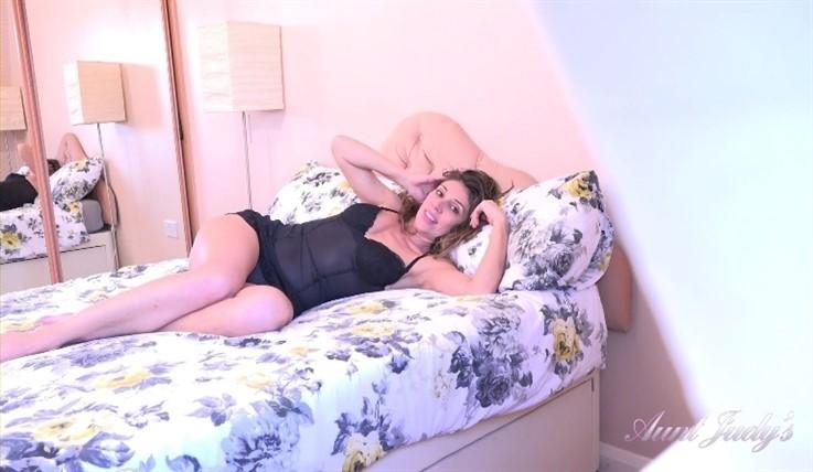 [Full HD] Chloe - Spying On Auntie Chloe 16.04.20 Chloe - SiteRip-00:20:07 | Fullbush, Small Boobs, Brunettes, Voyeurism, Over 40, Masturbation, MILF, Athletic - 974,1 MB