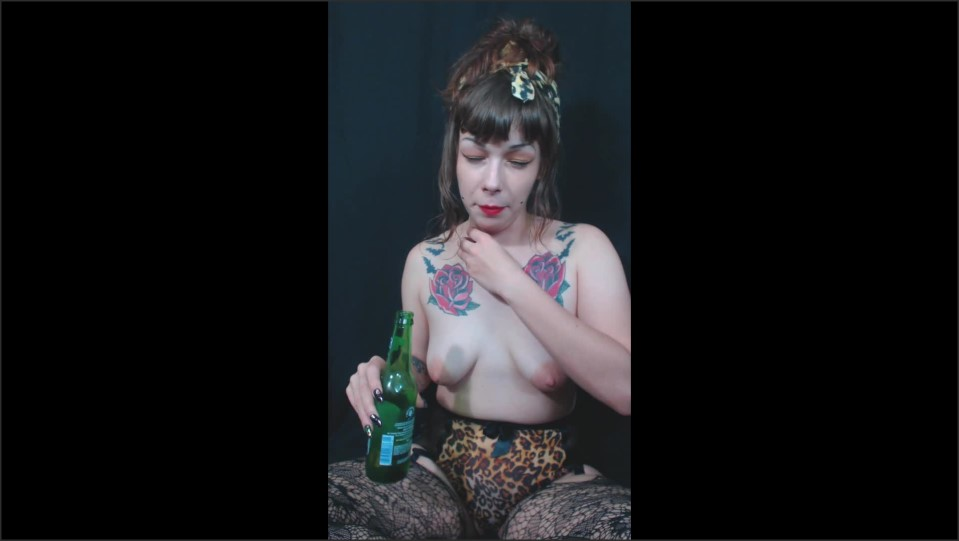 [Full HD] Damnedestcreature Topless Pin Up Beer Chugnburp DamnedestCreature - Manyvids-00:08:40   Size - 151,3 MB