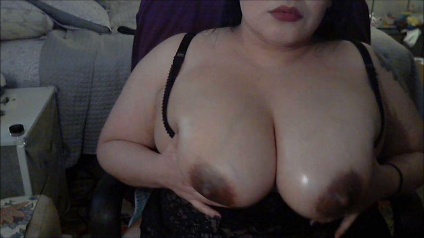 [HD] Darlinglisa Oily Titts Pov Bj DarlingLisa - ManyVids-00:07:19 | POV,Lotion/Oil Fetish,Big Boobs,BBW,Dildo Sucking - 259,6 MB