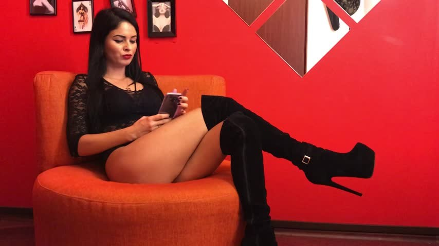 [Full HD] Deviousbrunette Ignoring You DeviousBrunette - ManyVids-00:05:07 | Ignore, MILF, Small Tits, Brunette, Boots - 632 MB