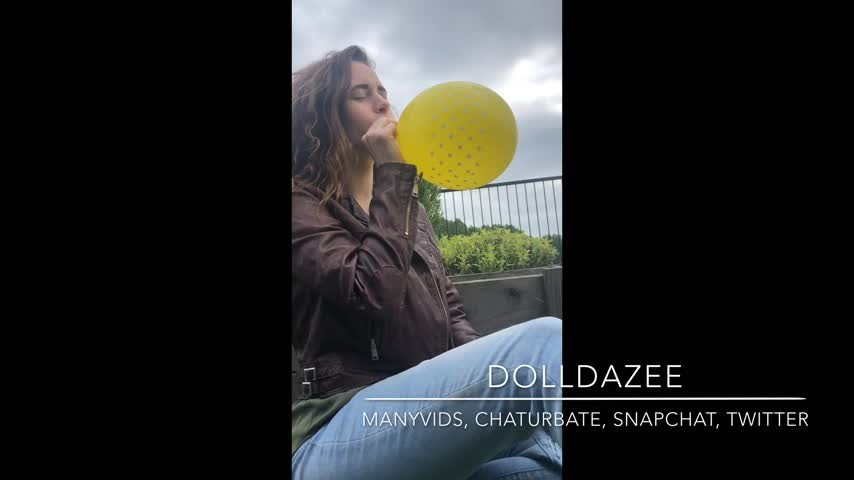 [Full HD] Dolldazee Public Balloon Blow Amp Pop Hd Dolldazee - ManyVids-00:05:55 | Balloons, Inflatable Blow Fetish, Inflatables, Public Outdoor, Solo Female - 307,5 MB