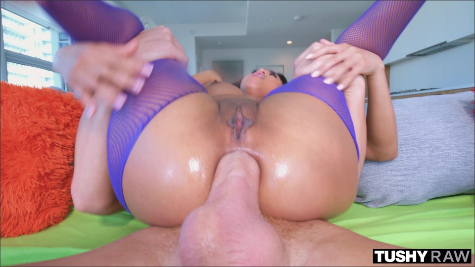 [4K Ultra HD] Ember Snow. Hot Embers Ember Snow - SiteRip-00:40:57 | Reverse Cowgirl, Anal, Lingerie, Riding, Blowjob, Doggystyle, Butt Plug, Facial, Missionary - 7,2 GB