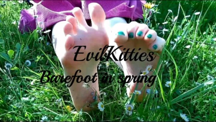 [Full HD] Evil Kitties Barefoot In Spring Evil Kitties - ManyVids-00:13:40 | Barefoot, Dirty Feet, Fetish, Foot Fetish, Soles - 3,3 GB