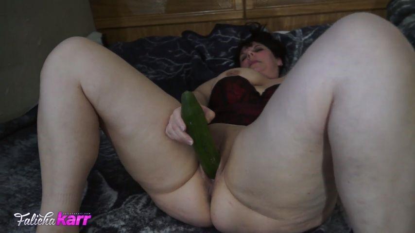 [Full HD] Falicha Karr I Love Big Cucumbers Falicha Karr - ManyVids-00:11:31   BBW, Big Ass, Big Legs, Food Masturbation, MILF - 317,6 MB
