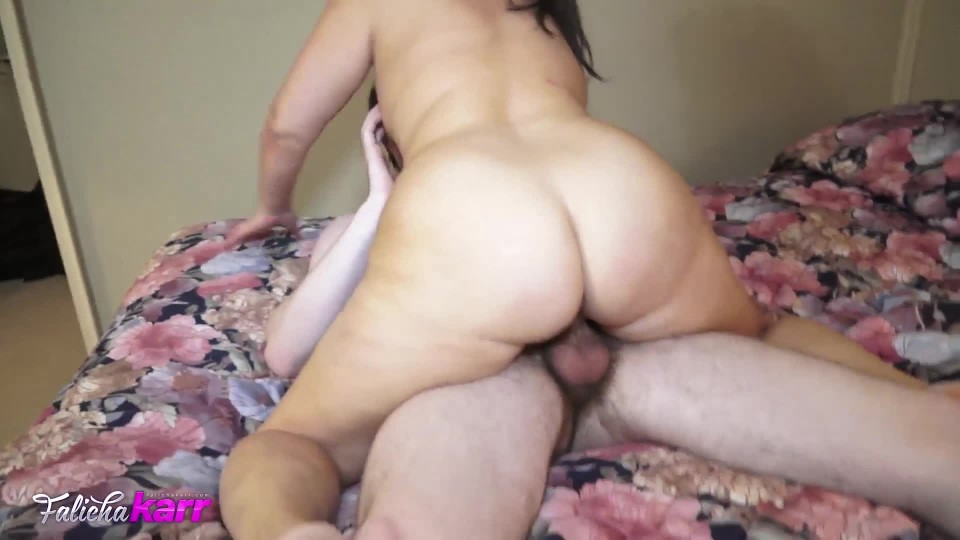 [Full HD] Falicha Karr Mom Takes On Young Stud Falicha Karr - ManyVids-00:16:32 | MILF, Older Woman / Younger Man ., All Natural, PAWG - 572,7 MB