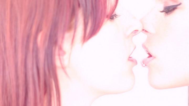 [HD] Irina Vega Inked Babes Kissing And Touching Irina Vega - ManyVids-00:02:50 | Body Kissing, Kissing, Lesbians, Redhead, Tattoos - 23,9 MB