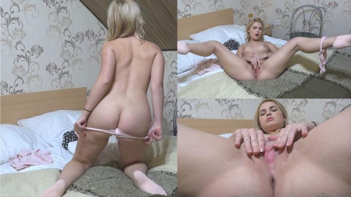 [Full HD] Ixxvicom Beautiful Lolly Fingering Tight Pussy IXXVICOM - ManyVids-00:20:00   Toys, Blonde, Pussy Shaving, Masturbation, Fingering - 3,1 GB