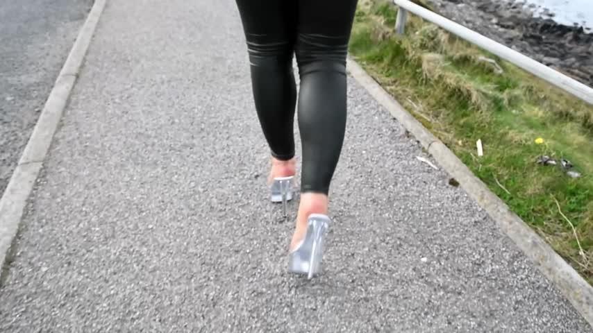 [Full HD] Jamiett Stripper Heel Walk About JamieTT - ManyVids-00:05:18   High Heels, Feet, Foot Fetish, Highly Arched Feet, Dangling - 516,6 MB