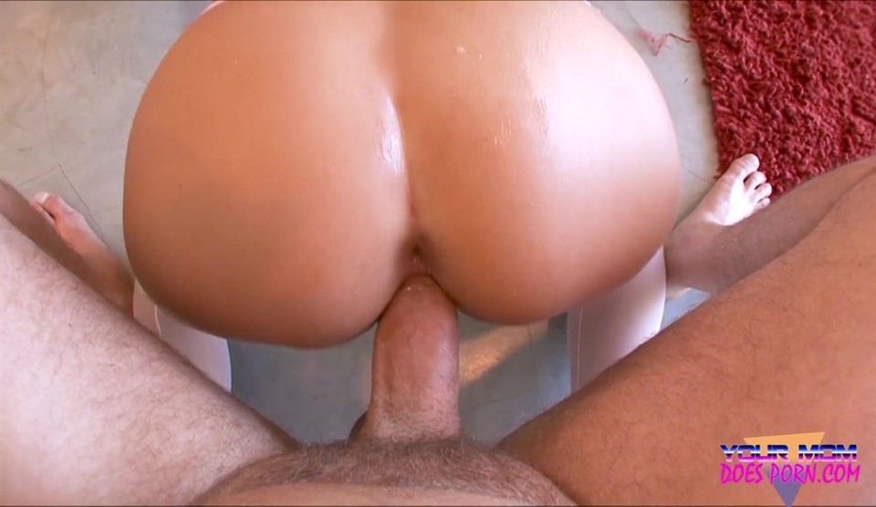 Juicy Pearl - Your Mom Loves Loads To The Face