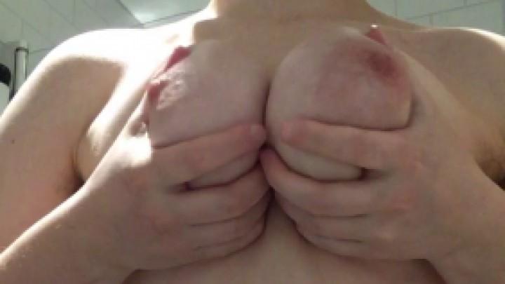 [Full HD] Kinkyemma Lotion My Curvy And Hairy Body KinkyEmma - ManyVids-00:01:54 | Lotion/Oil Fetish,Bathroom,Big Tits,Wide Hips,Big Ass - 185,5 MB