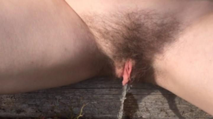 [Full HD] Kinkyemma P--Ing Outdoors Compilation KinkyEmma - ManyVids-00:01:15   Pee,Outdoors,Forest,Hairy Bush,Beach - 118,5 MB