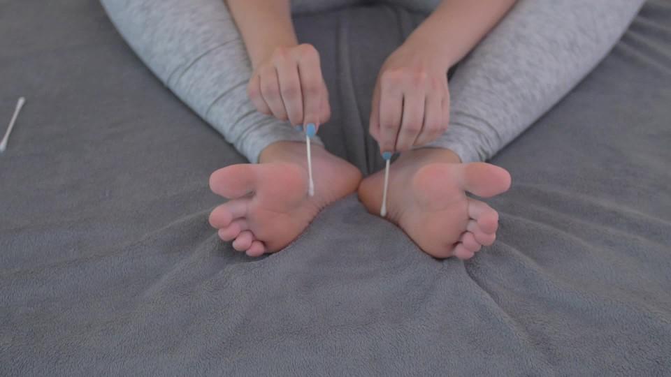 [Full HD] Kitten Kiara Cb Black Toenail Polish Foot Tickling Hd Kitten_Kiara_CB - ManyVids-00:06:38 | Feet, Foot Fetish, Foot Tickling, Foot Torture, Tickling - 490 MB