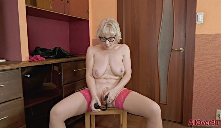 [Full HD] Lika - Ladies With Toys 29.01.20 LikaModels Age: 43 - SiteRip-00:15:07 | Masturbate, Toys, Solo, Posing, Mature, Big Natural Tits - 888,1 MB