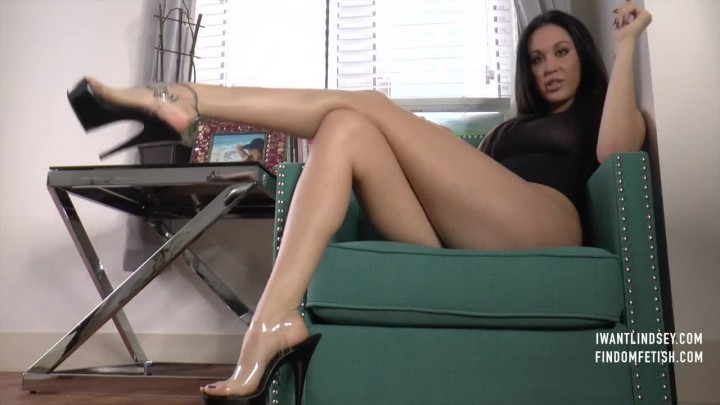 [SD] Lindsey Leigh Stripper Heel Blackmail Lindsey Leigh - ManyVids-00:14:19   Fetish, High Heels, Feet - 226,9 MB