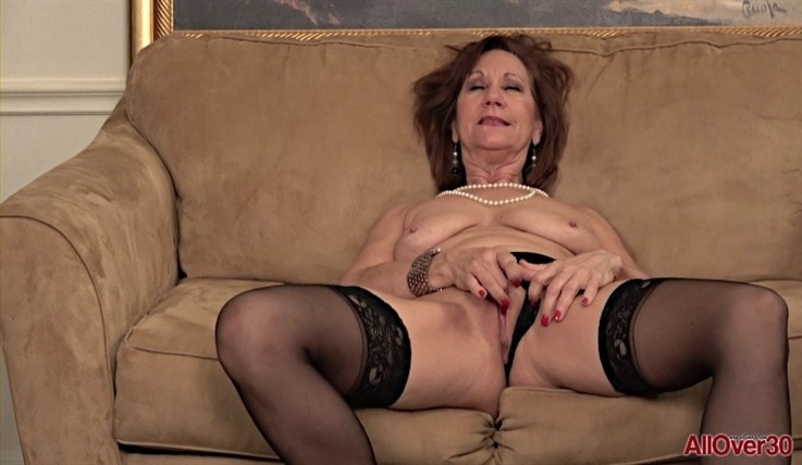 [Full HD] Lynn - Ladies With Toys 14.01.20 LynnModels Age: 60 - SiteRip-00:14:43 | Mature, Solo, Toys, Posing, Masturbate, GILF - 1,3 GB