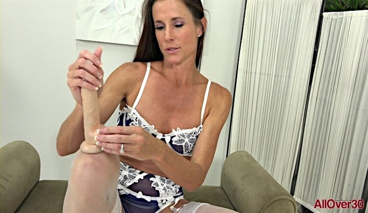 [Full HD] Sofie Marie - Mature Pleasure 26.02.20 Sofie MarieModels Age: 39 - SiteRip-00:11:08 | Solo, Mature, Masturbate, Posing, Toys, Small Tits - 1,1 GB