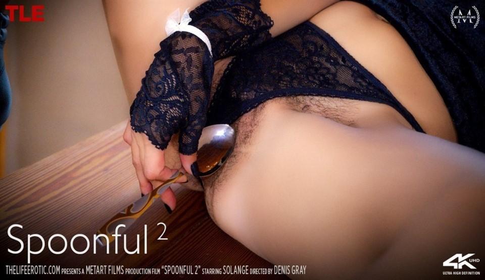 [Full HD] Solange - Spoonful 2 Solange - SiteRip-00:15:08   Striptease, Solo, Indoors, Squirt, Posing, Mirror, Breasts, Bikini, Masturbation, Brunette - 545,7 MB