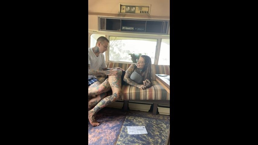 [SD] Tigerlillysuicide Girl Sucks Boys Cock In Airstream TigerLillySuicide - ManyVids-00:05:08   Vintage,Real Couple,Tattoos,Blowjob,Split Tongue - 532,7 MB