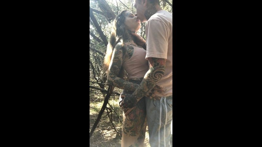 [SD] Tigerlillysuicide Real Couple Fuck In The Woods TigerLillySuicide - ManyVids-00:09:03   Outdoors,Real Couple,Blow Jobs,Split Tongue,Doggystyle - 942 MB