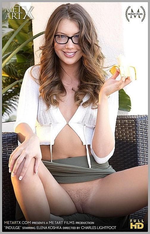 [Full HD] 2016-12-10 Elena Koshka - Indulge Elena Koshka - SiteRip-00:12:23 | Glasses, Posing, Solo, Masturbation, Erotic - 447,4 MB