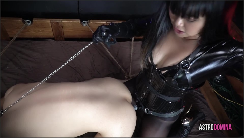 [Full HD] AstroDomina Pegged In A Web Of Ropes AstroDomina - ManyVids-00:15:58 | Size - 941,7 MB