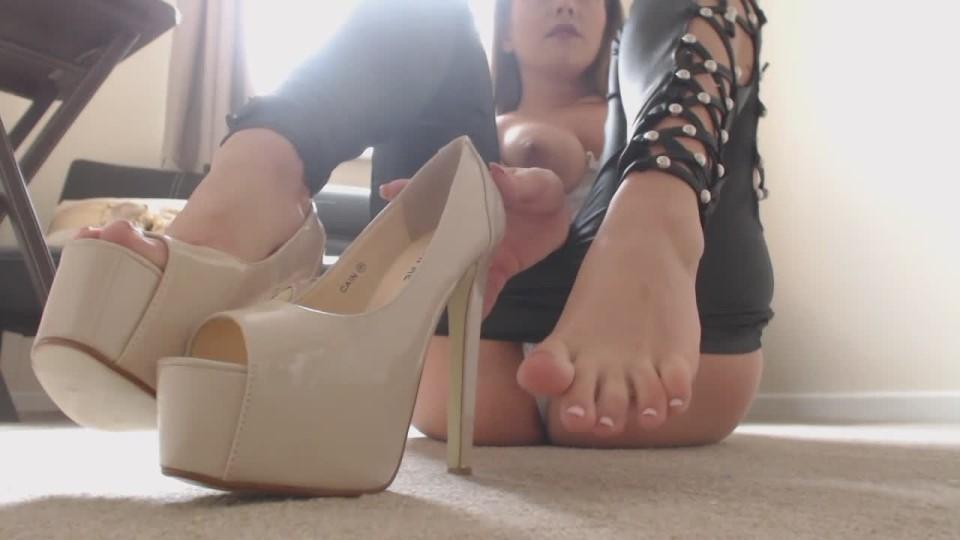 [HD] Bellaboox Cum On My Feet BellaBooX - ManyVids-00:10:01 | Feet JOI, Latex, Leggings, Flashing, Cum Countdown - 221,3 MB