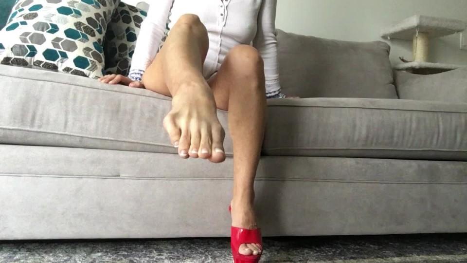 [HD] Cassandracruz Shoe Slapping Tease Cassandracruz - ManyVids-00:07:11   Shoeplay, Long Toes, Pointed Toes, Foot Fetish, Foot Play - 423,8 MB