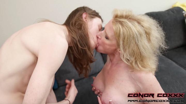 [Full HD] Conor Coxxx Amanda Verhooks Mothers Fantasy Full Conor Coxxx - ManyVids-01:06:03   Taboo, MILF, Fucking, Blow Jobs, Cougar - 9,7 GB