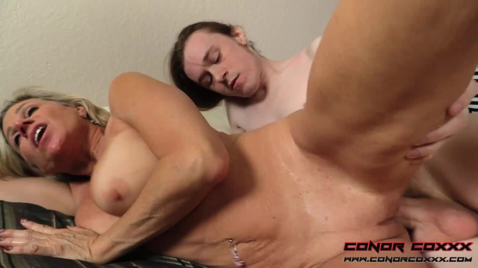 [Full HD] Conor Coxxx Payton Hall I Only Wanna Fuck You Mom Conor Coxxx - ManyVids-00:22:14   Taboo, Fucking, Blow Jobs, Cumshots, MILF - 3,5 GB