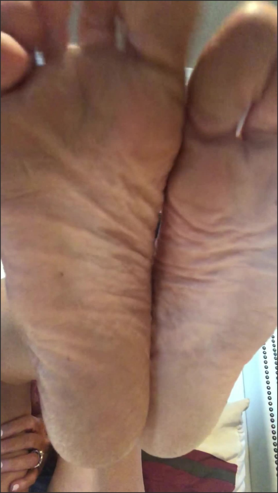 [SD] Dylan Aces Dirty Wrinkly Soles Dylan_Aces - ManyVids-00:04:54   Dirty Feet,Feet,Wrinkled Soles,SFW - 276,7 MB