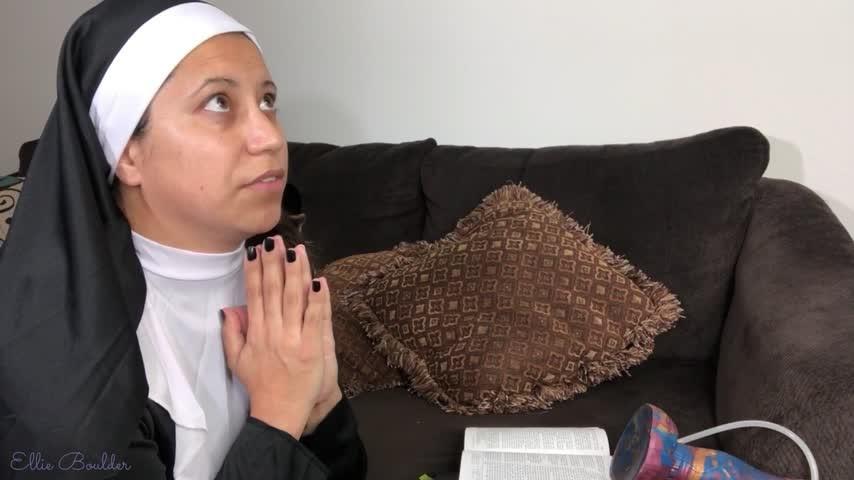 [Full HD] Ellieboulder Sister Ellie Defiles Herself EllieBoulder - ManyVids-00:11:03   Religious, Big Toys, Dirty Talking, Costume, Halloween - 640,1 MB