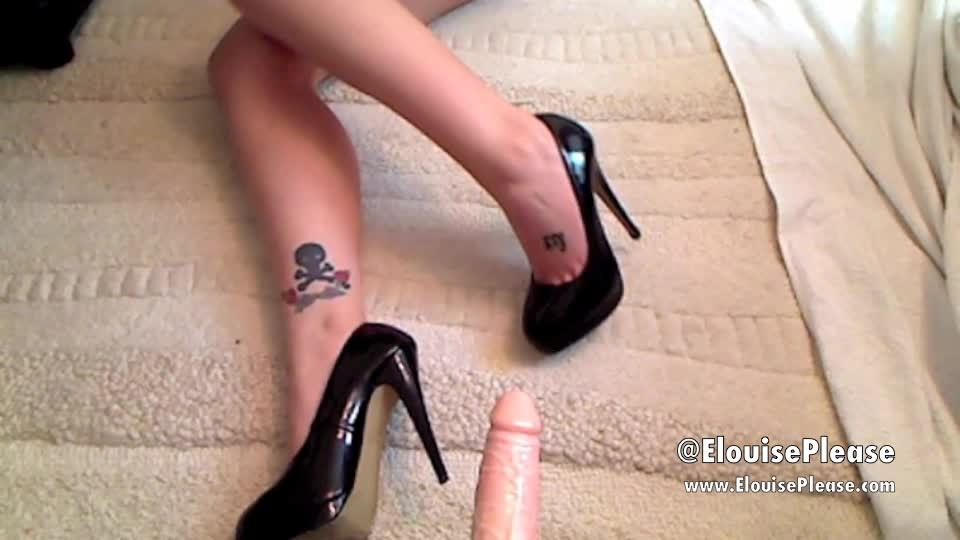 [SD] Elouise Please Black Patent High Heeled Shoe Tease Elouise Please - ManyVids-00:03:26 | High Heels, Foot Fetish, Feet, Highly Arched Feet, Shoe Fetish - 480,2 MB